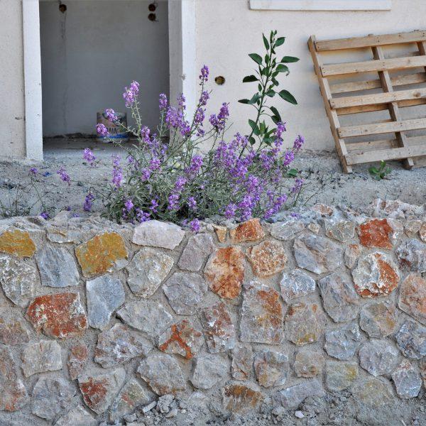 Zelf geplaatste Natuurstenen muur