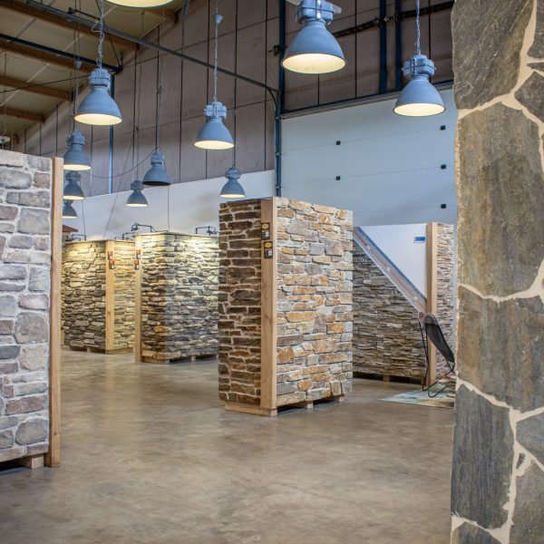 Showroom Natuurstenen muren