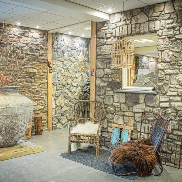 Sfeervolle showroom met Natuursteen